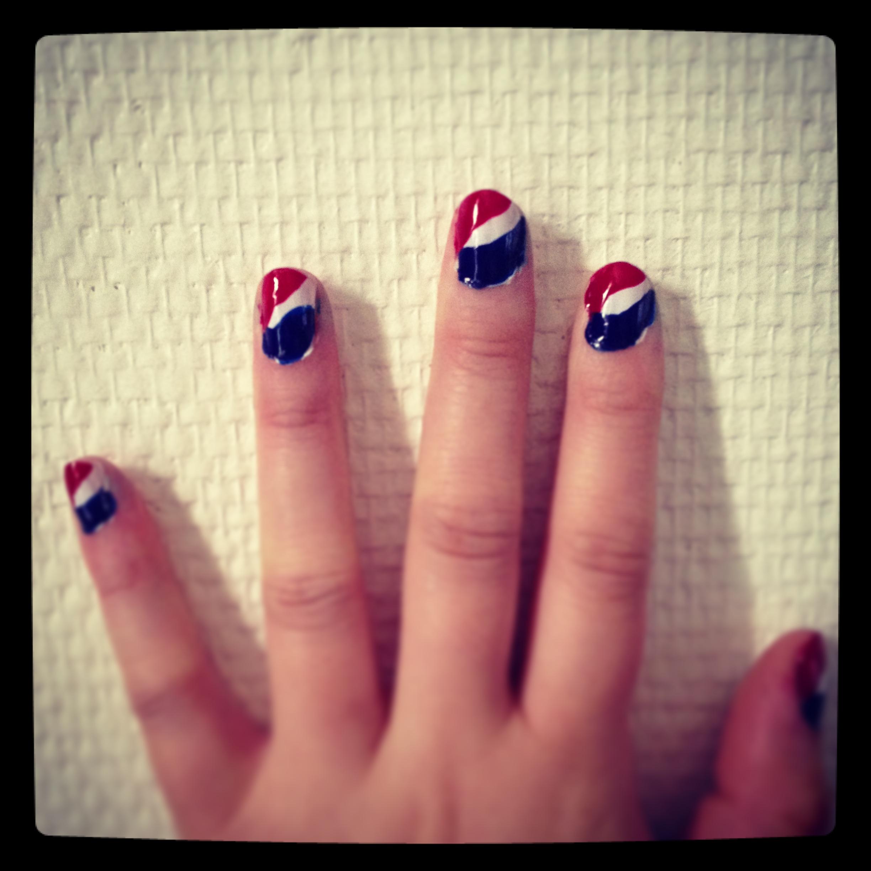 Pepsi logo in nail art/ Pic by kiwikoo