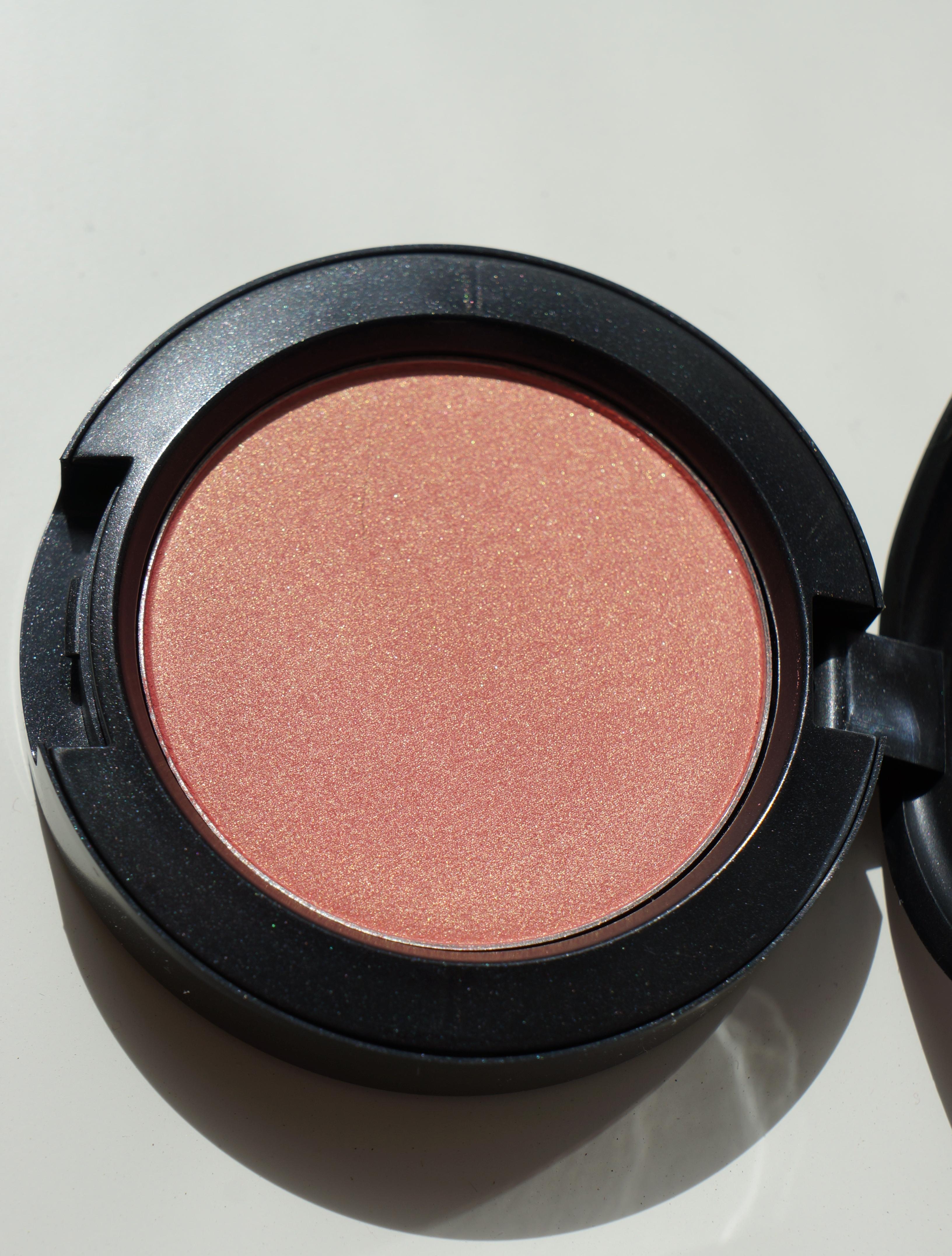 Springsheen blush by MAC/ Pic by kiwikoo