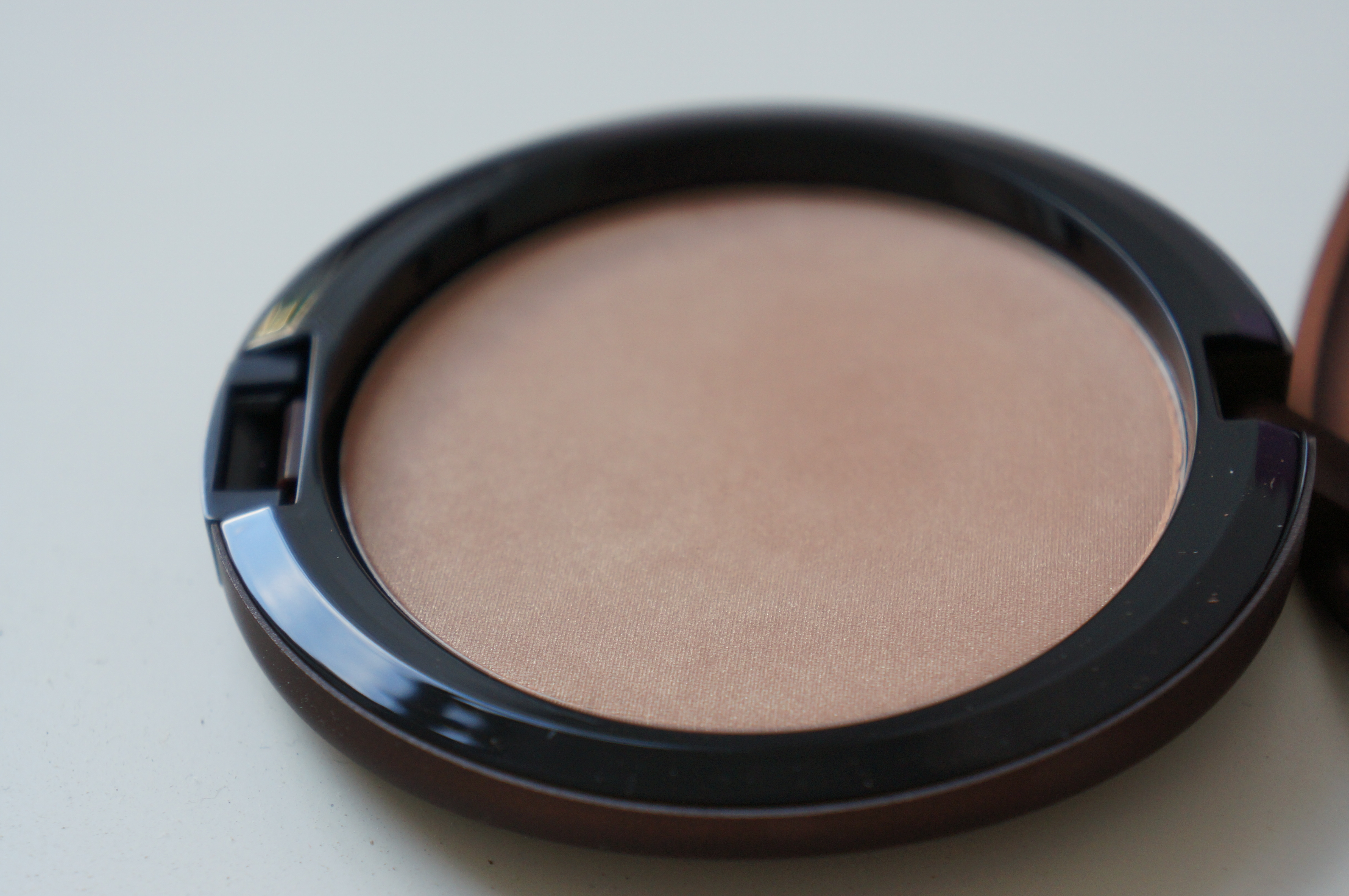 MAC Bronzing Powder in Soft Sands/ Pic by kiwikoo