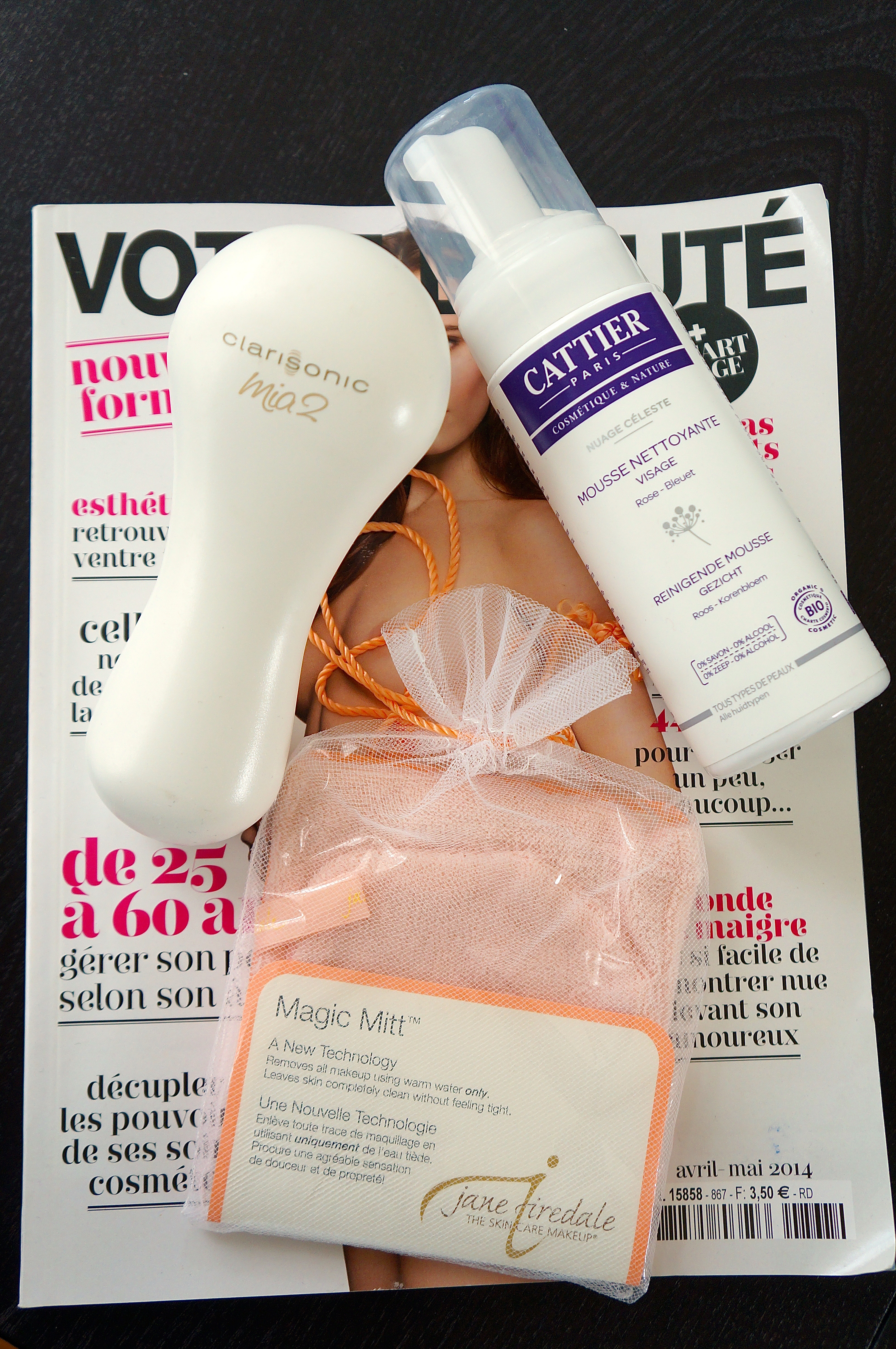 Jane Iredale Magic Mitt + Clarisonic Mia 2 c/o Clarisonic + Mousse Nettoyante Cattier/ Pic by kiwikoo.