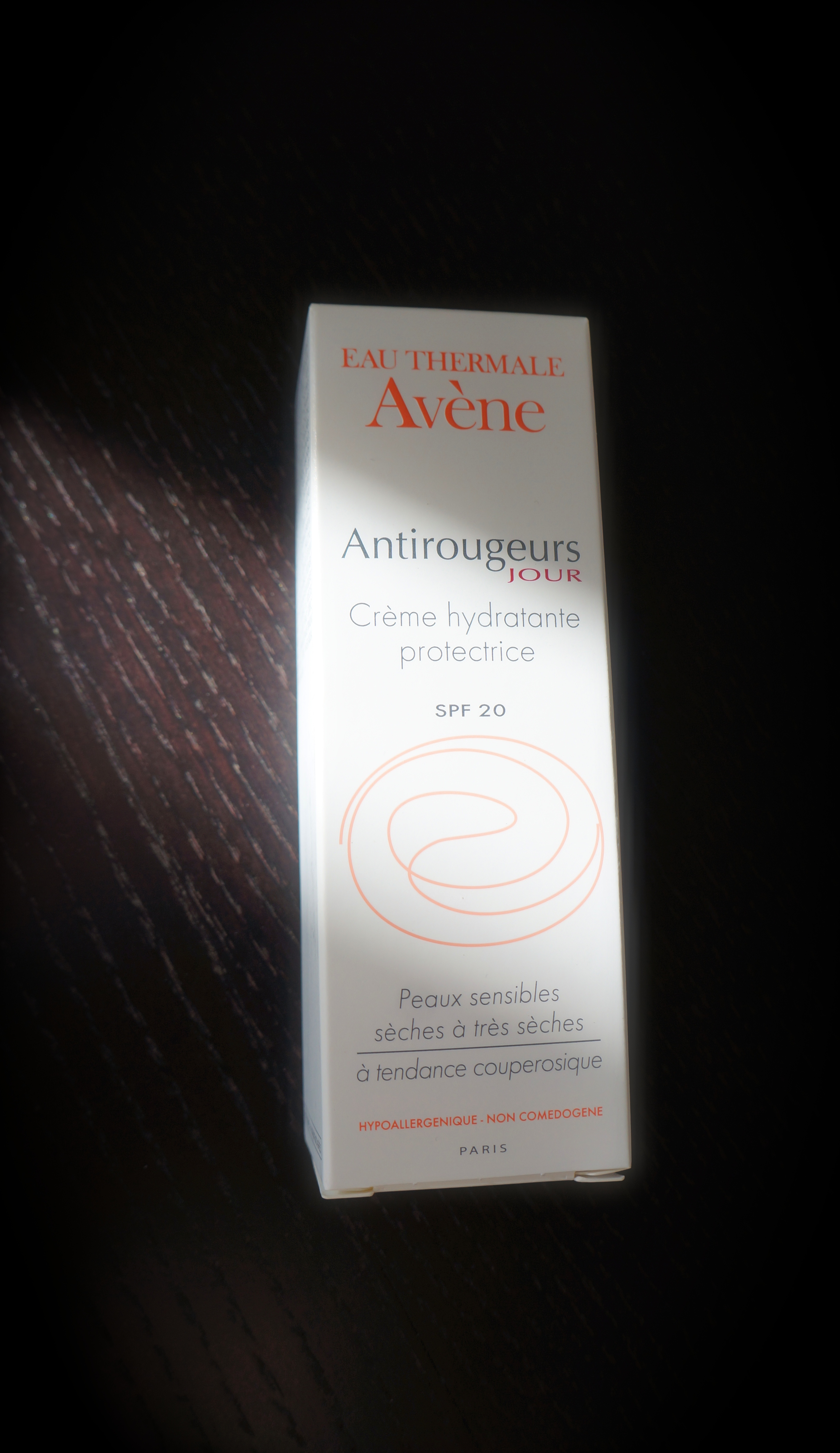 Avène Anti-Rougeurs Jour Crème hydratante protectrice SPF 20/ Pic by kiwikoo.