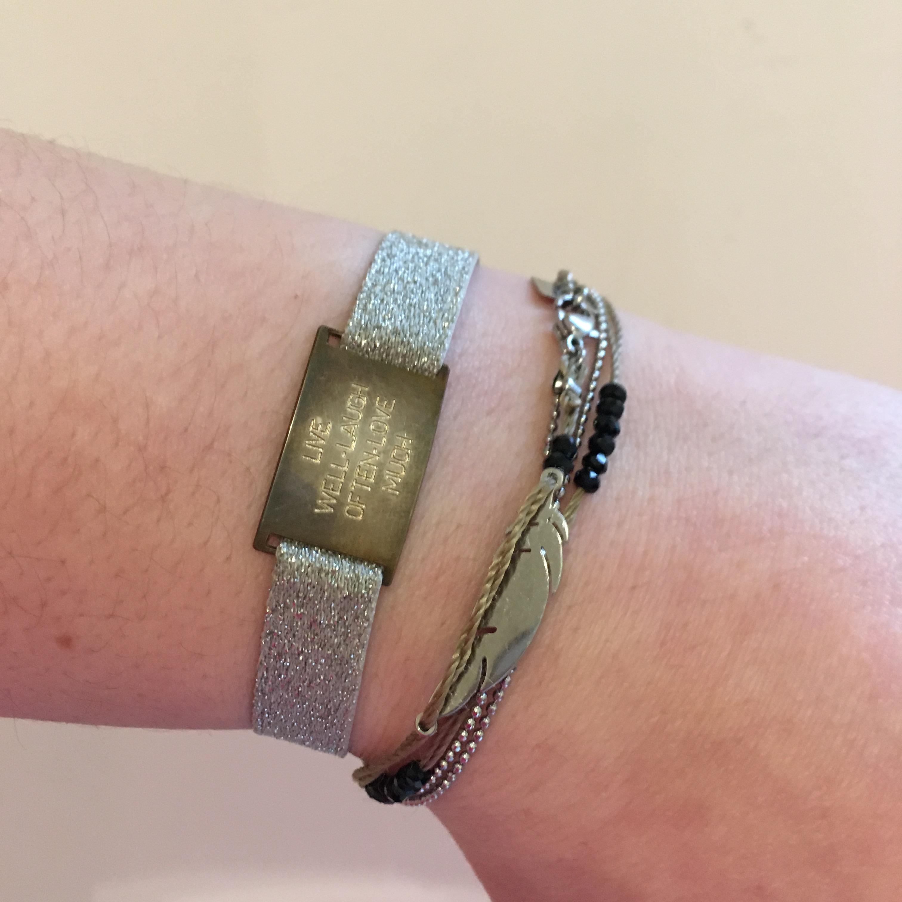 Bracelet abîmé après 3 mois vs un Zag que j'ai depuis plus d'un an... / Pic by 1FDLE.