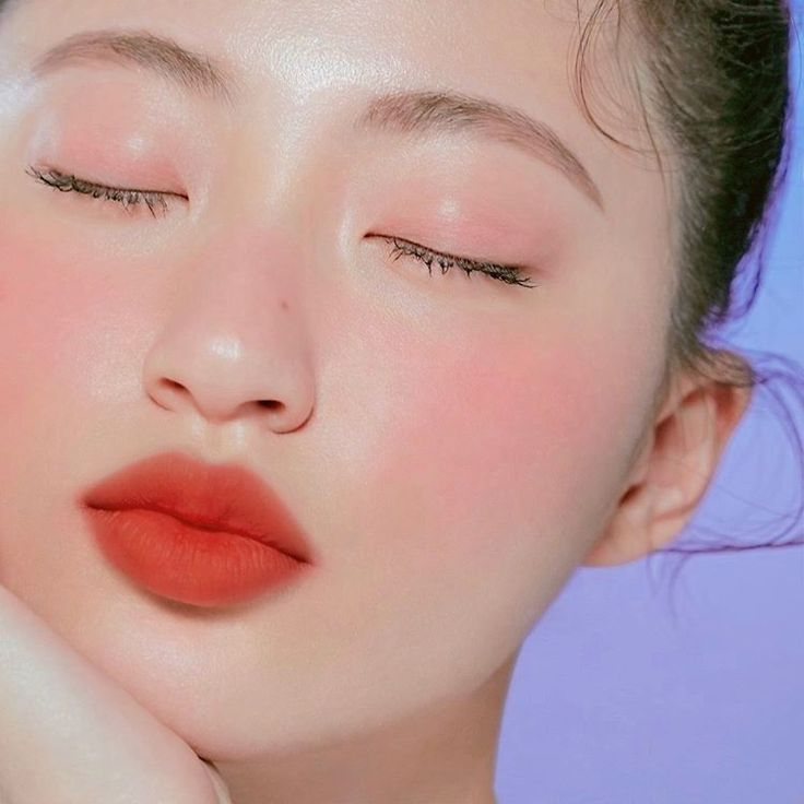 Natural Korean make-up.